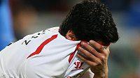 Liverpoolský Luis Suárez skrývá slzy po utkání s Crystal Palace.