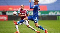 Debutující Vladimír Coufal pomohl v anglické lize k výhře West Hamu 3:0 na hřišti dosud stoprocentního Leicesteru.