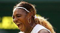 Serena Williamsová během prvního kola Wimbledonu, před jehož začátkem jí uniklo, že novou světovou jedničkou je Ashleigh Bartyová.
