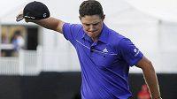 Golfista Justin Rose se raduje z vítězství.