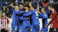 Fotbalisté Liberce se radují z prvního gólu proti Žižkovu.