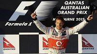 Jenson Button se raduje z vítězství ve Velké ceně Austrálie.