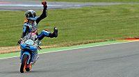 Španělský motocyklový jezdec Álex Rins (na snímku) slaví vítězství ve Velké ceně Německa v třídě Moto3.