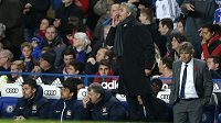 Trenér Chelsea José Mourinho prožíval nedělní derby s Manchesterem City znovu hodně emotivně.
