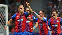 Plzeňský záložník Daniel Kolář (zcela vlevo) se raduje se spoluhráči z gólu proti Jablonci.