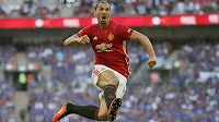 Král jsem já! Zlatan Ibrahimovic začal parádně, hned v prvním zápase trefil Manchesteru United první trofej...