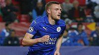 Útočník Leicesteru City Jamie Vardy po vstřeleném gólu v Seville.