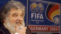 Ve věku 72 let zemřel bývalý člen výkonného výboru FIFA Američan Chuck Blazer, který proslul jako hlavní informátor amerických úřadů při vyšetřování korupce v Mezinárodní fotbalové federaci (FIFA).