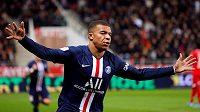 Fotbalista Paris St Germain Kylian Mbappé oslavuje gól proti Dijonu.