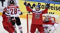 Český útočník Martin Zaťovič oslavuje svůj gól v utkání MS proti Rakousku.