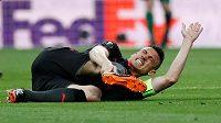 Laurent Koscielny z Arsenalu se záhy v odvetě semifinále EL s Atlétikem zranil.