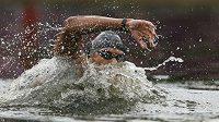 Tunisan Usáma Mellúlí vylovil z jezera Serpentine v londýnském Hyde Parku zlato v závodu na 10 km