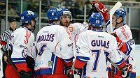 Čeští hokejisté se radují z výhry v přípravném duelu nad Německem.