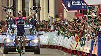 Portugalec Nelson Oliveira se raduje z vítězství ve 13. etapě Vuelty.