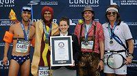 Přehlídka několika divno-běžců z losangeleského maratonu.