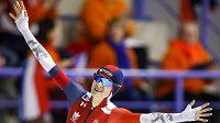 Martina Sáblíková se raduje v Calgary z překonání světového rekordu na 3000 metrů.