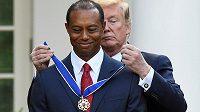 Americký prezident Donald Trump udělil golfistovi Tigeru Woodsovi Prezidentskou medailí svobody, nejvyšší civilní vyznamenání v USA.