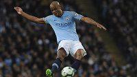 Nádherná dalekonosná střela Vincenta Kompanyho přiblížila fotbalisty Manchesteru City obhajobě titulu.