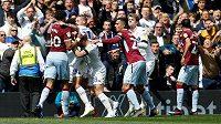 Mezi fotbalisty Aston Villy a Leedsu se strhla rvačka poté, co domácí fotbalista Mateusz Klich vsítil kontroverzní gól po signalizovaném zakopnutí míče.