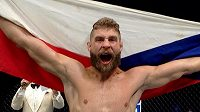 Takto se Jiří Procházka radoval o výhře v UFC. Teď má nové datum druhé bitvy.