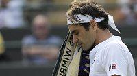 Legendární švýcarský tenista Roger Federer překvapivě vypadl ve čtvrtfinále Wimbledonu.