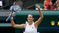 Karolína Plíšková se raduje z postupu do finále Wimbledonu.
