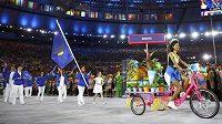 Výprava kosovských sportovců během slavnostního zahájení olympijských her na stadiónu Maracaná.