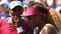 Serena (vpravo) a Venus Williamsovy.