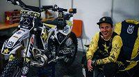 Freestyle motokrosař Libor Podmol ohlásil velkou novinku. Svoje triky může nyní fanouškům ukázat prakticky kdekoliv.