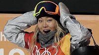 Zlatá radost! Olympijskou vítězkou v U-rampě je sedmnáctiletá americká snowboardistka Chloe Kimová, možná tomu ani nechtěla uvěřit.