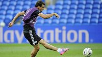 Fotbalista Realu Madrid na stadiónu v Cardiffu.