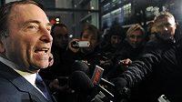 Komisionář NHL Gary Bettman hovoří s novináři po dalším dílu vyjednávání s představiteli hráčské asociace NHLPA o možném ukončení výluky soutěže