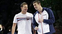 Ryan Lochte (vlevo) na kraulařské dvoustovce na Michaela Phelpse neměl.