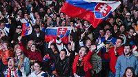 Slovenští fanoušci během utkání s Kanadou.