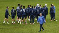 Trenér Didier Deschamps se s reprezentačním týmem Francie připravuje na barážovou odvetu proti Ukrajině.
