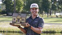 Jihoafrický golfista Garrick Higgo při druhém startu na PGA Tour slaví turnajový triumf v Ridgleandu.