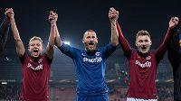 Fotbalisté Sparty Praha (zleva): Ladislav Krejčí, David Bičík a Jakub Brabec oslavují vítězství nad Krasnodarem.