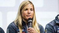 Po pěti měsících probudili lékaři švédskou skikrosařku Annu Holmlundovou z umělého spánku.