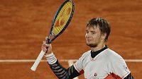 Kazach Alexandr Bublik se raduje na French Open po vyřazení Gaela Monfilse.