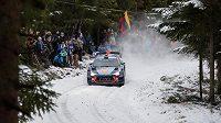 Belgičan Thierry Neuville se dostal do čela Švédské rallye.