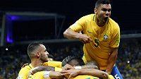 Brazilec Philippe Coutinho slaví gól v síti Paraguaye v kvalifikaci na MS 2018. Kanárci se výhrou kvalifikovali na šampionát v Rusku.