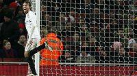 Útočník Swansea Miguel Michu se raduje ze vstřelení branky do sítě Arsenalu Londýn.