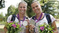 Tenistky Andrea Hlaváčková (vlevo) s Lucií Hradeckou se chlubí stříbrem z olympijského deblu