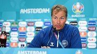 Dánský kouč Kasper Hjulmand má před zápasem s Českem obavy