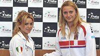 Italská tenistka Camila Giorgiová (vlevo) a česká jednička Petra Kvitová.
