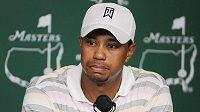 Golfista Tiger Woods na tiskové konferenci v Augustě.