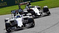 Brazilec Felipe Massa (vlevo) s williamsem při závodě ve Spa-Francorchamps.