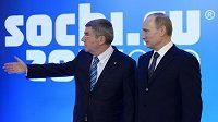 Šéf MOV Thomas Bach a ruský prezident Vladimír Putin.