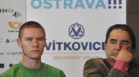 Čtyřstovkař Pavel Maslák a atletický manažer Alfonz Juck (vpravo) na tiskové konferenci ke Zlaté tretře.