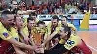 Radost volejbalistů Dukly Liberec po triumfu v domácím poháru.